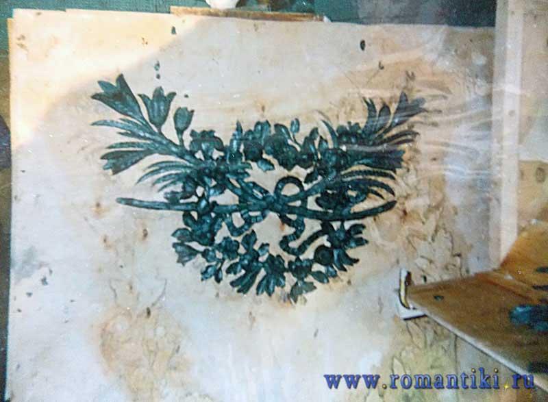 Работа реставратора О.Компаниец в пластилине. Элемент декора.